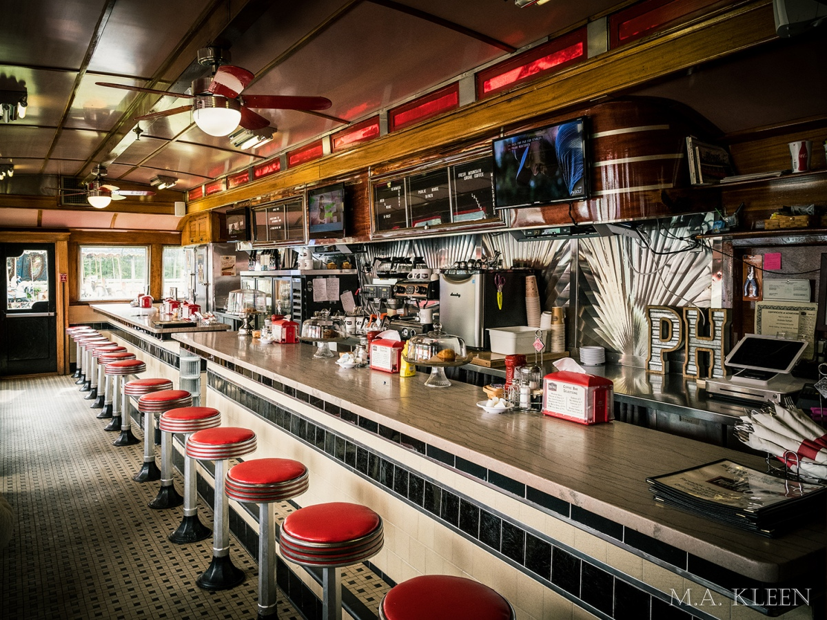 Diners Through the Decades: 1940s