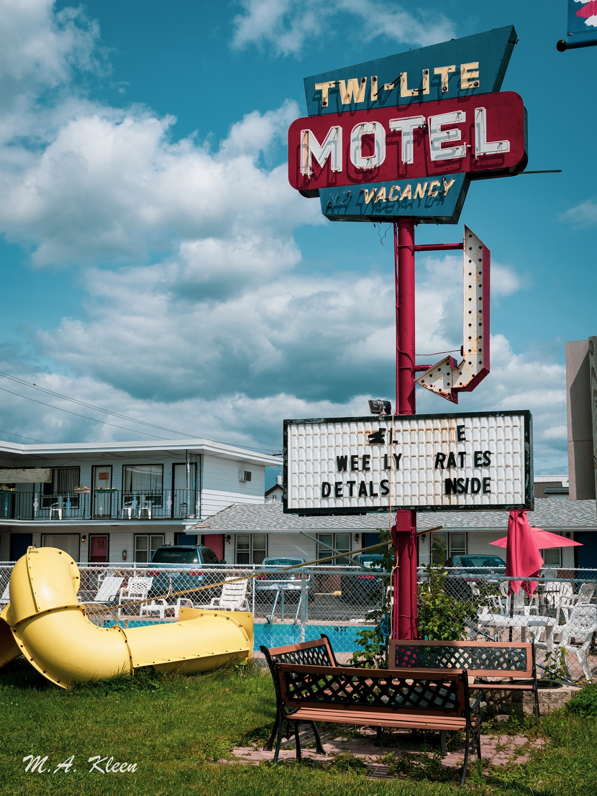 Glorious vintage neon sign for the Twi-Lite Motel, 111 Wisconsin Dells Pkwy S. (U.S. Route 12), Wisconsin Dells, Wisconsin.