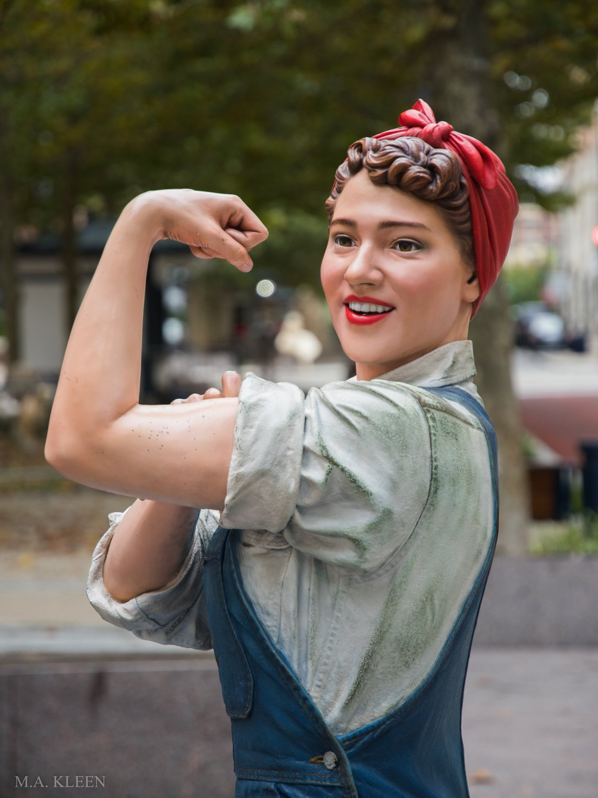 Statue of Rosie the Riveter by artist Ivan Schwartz in National Harbor, Maryland.