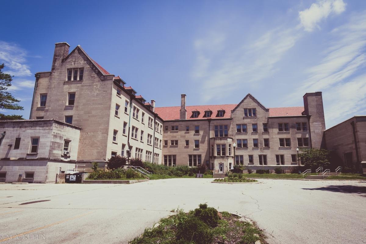 Pemberton Hall at Eastern Illinois University in Charleston, Illinois. Photo by Michael Kleen